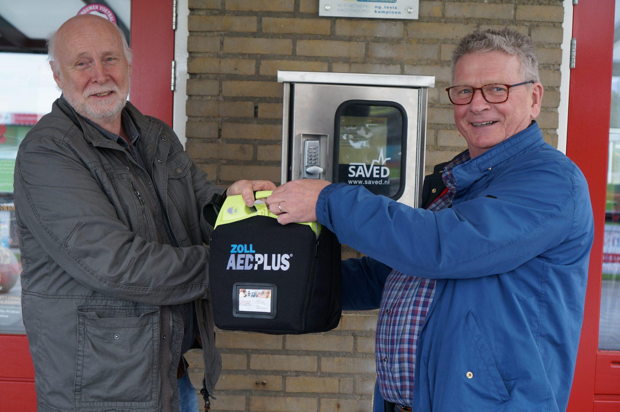 Nieuwe AED voor sportpark de Biescamp
